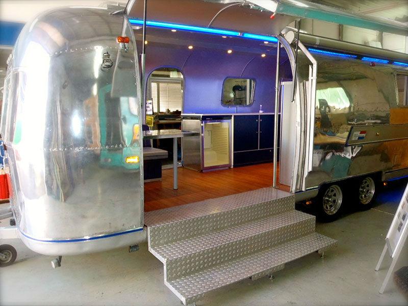 airstream wohnwagen mit markise lang eventmobile online. Black Bedroom Furniture Sets. Home Design Ideas