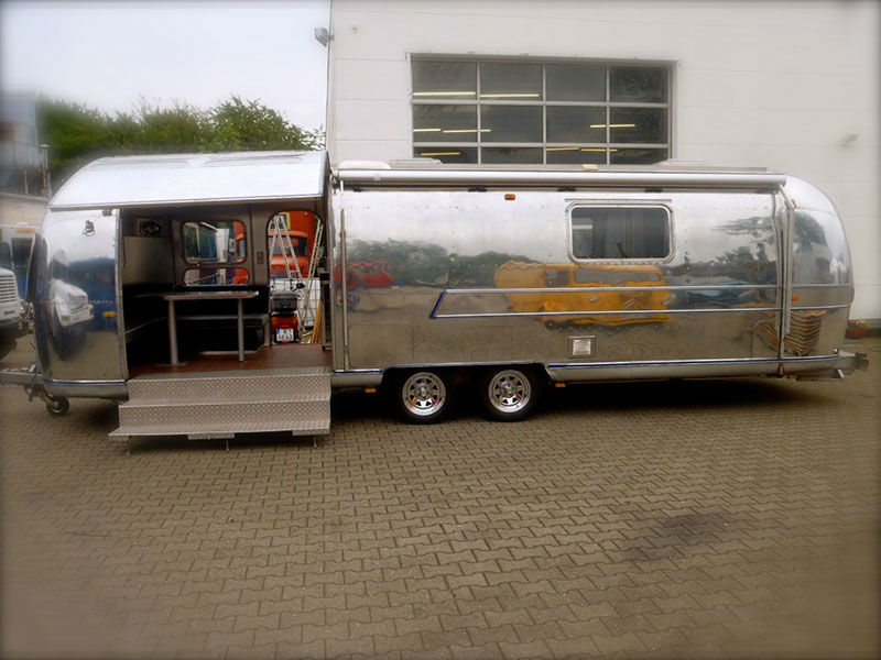Airstream Wohnwagen Mit Markise Lang Eventmobile Online