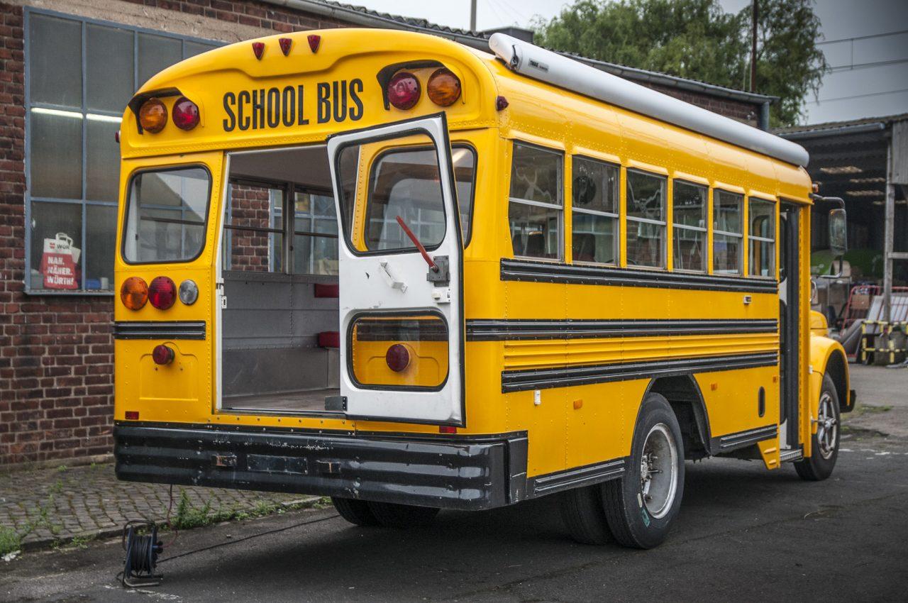 eventmobile koeln american schoolbus gmc amerikanischer schulbus kurz markise event mobil. Black Bedroom Furniture Sets. Home Design Ideas