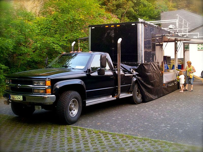 foodtruck trailer mit pickup eventmobile online k ln. Black Bedroom Furniture Sets. Home Design Ideas