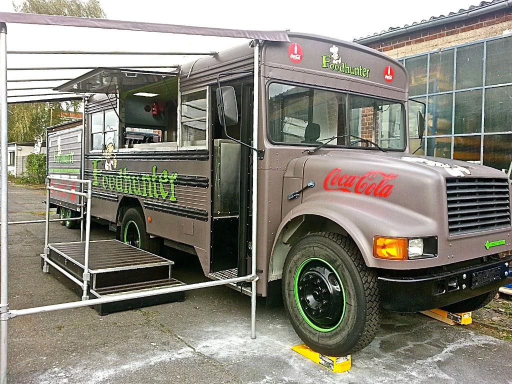 foodhunter foodtruck mit anh nger die mobile kantine. Black Bedroom Furniture Sets. Home Design Ideas